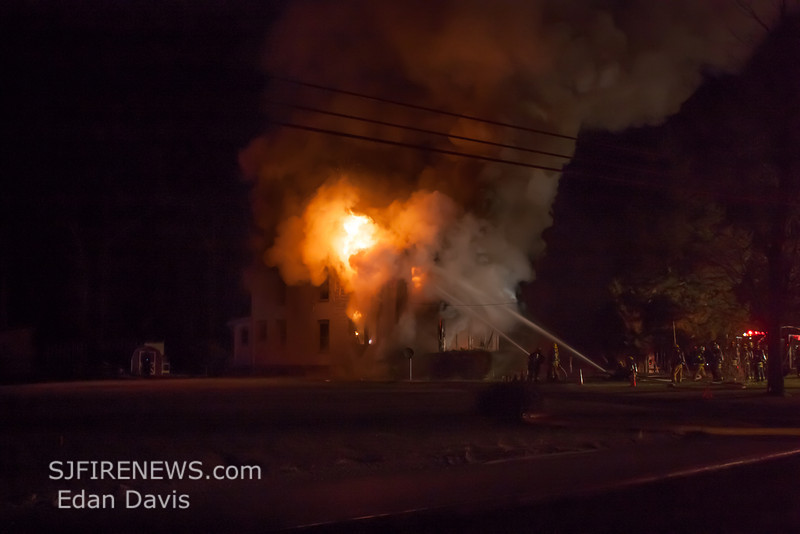 11-28-2013, All Hands Dwelling, Vineland City, 3026 E  Chestnut Ave  (C) Edan Davis, www sjfirenews (1)