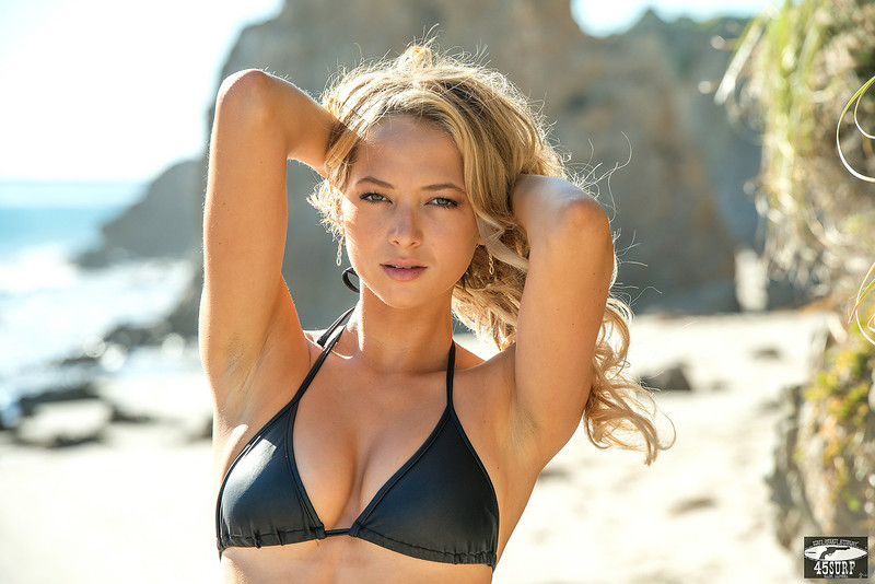 Nikon D800 Photos of Pretty Swimsuit Bikini Model with 70-200 mm VR2 f/2.8 Nikkor Lens