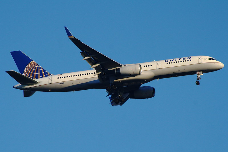 N19136<br /> United Airlines<br /> Boeing 757-224<br /> Glasgow Airport<br /> 27/08/2014