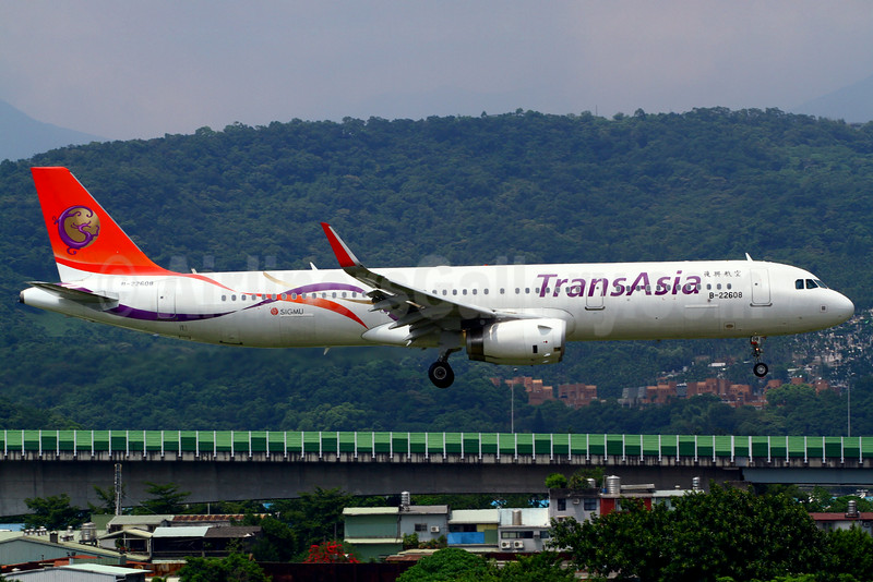 First TransAsia Airbus A321 in new colors