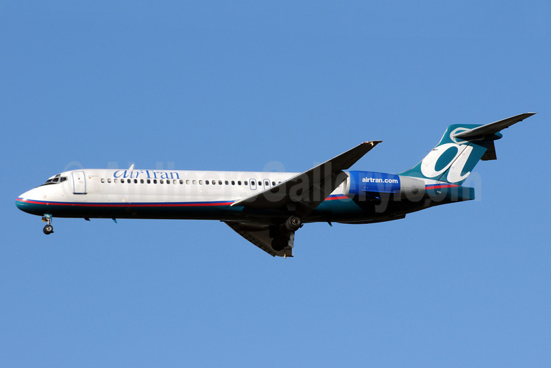 AirTran Airways Boeing 717-2BD N977AT (msn 55036) ATL (Bruce Drum). Image: 101209.