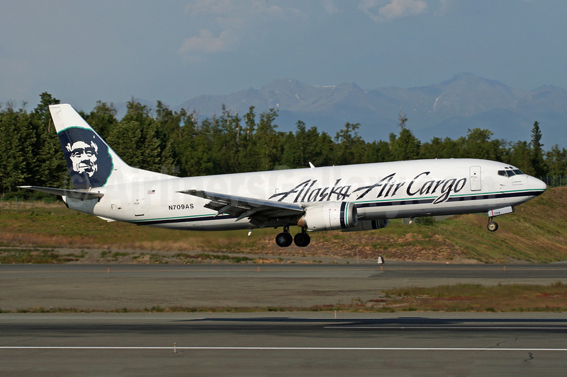 Alaska Air Cargo (Alaska Airlines) Boeing 737-490 (F) N709AS (msn 28896) ANC (Michael B. Ing). Image: 902622.
