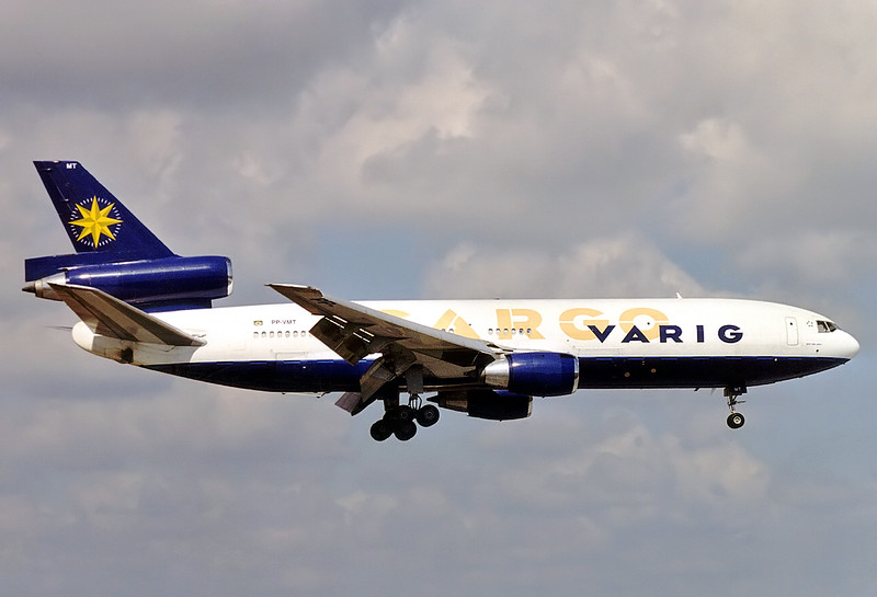 Varig Cargo McDonnell Douglas DC-10-30(F)  	Miami - Intl. (MIA / KMIA) USA - Florida, January 2000 Reg: PP-VMT  Cn: 47841/329 Varig Cargo colours, later on operating in Varig Log colours.