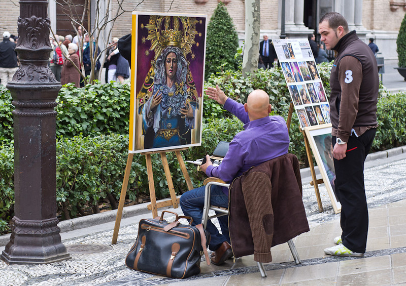 29 March 2013: it is Good Friday, and I am in Sierra Nevada with my family. They are skiing, while I hang around in nearby Granada during the day. The street artist discusses the finer points of his work with a passer-by.