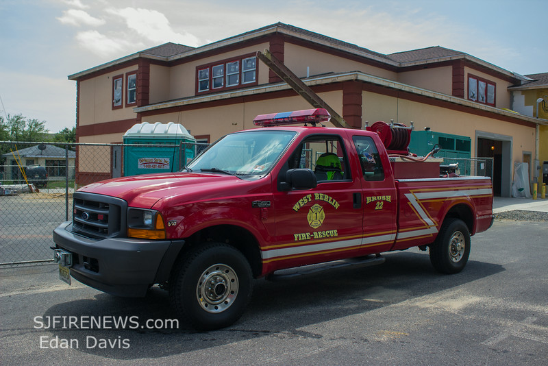 West Berlin, Camden County NJ, Brush 22, 2001 Ford F-150, 250-250, (C) Edan Davis, www sjfirenews com  (2)