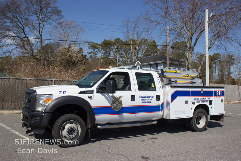 West Tuckerton, Ocean County NJ, Brush 71-17, 2014 Ford F450, 120-200, (C) Edan Davis, www sjfirenews (4)