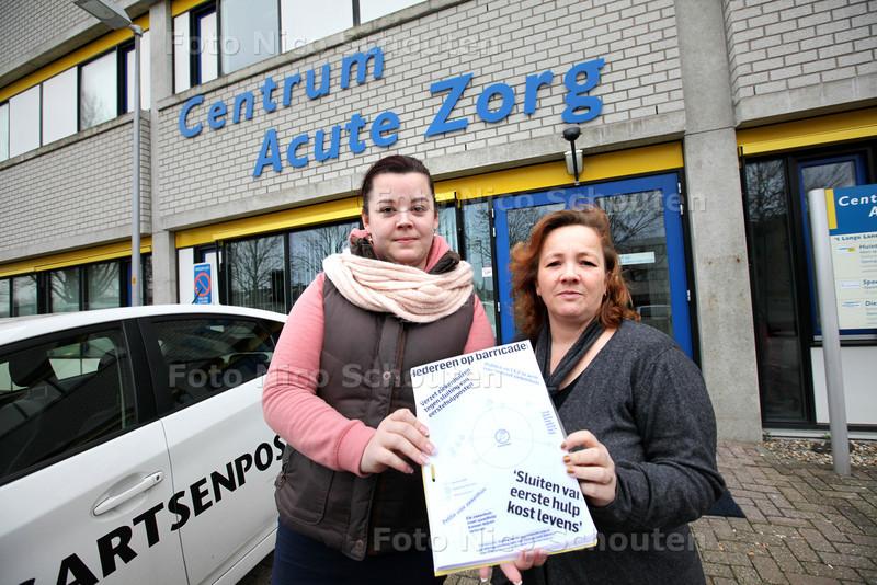 Zoetermeerse Saskia van der Zeeuw start petitie tegen sluiting eerste hulppost ziekenhuis - rechts  mede-strijdster Brigitte Kersbergen - ZOETERMEER 11 FEBRUARI 2014 - FOTOGRAFIE NICO SCHOUTEN