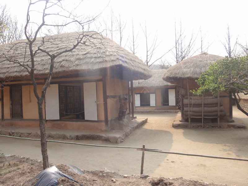 182_Korean Folk Village  Commoner's House in the Northern Part  Composed of several detached wings  Height is low and space small for preserving heat jpg