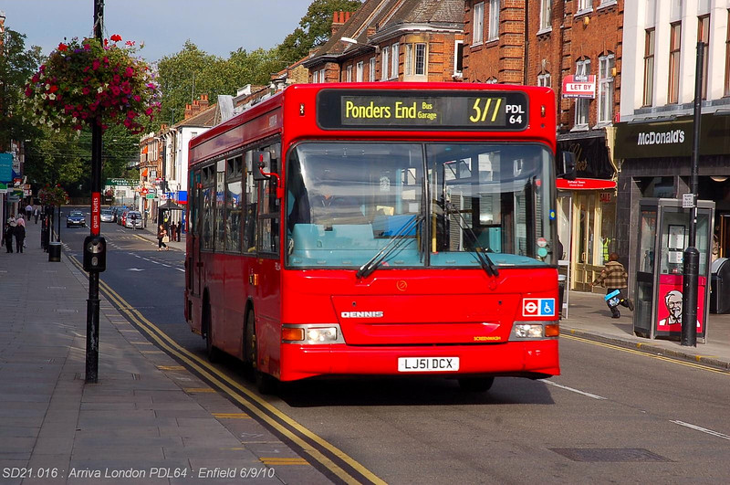 Arriva North West 0915 100906 Enfield [jg]