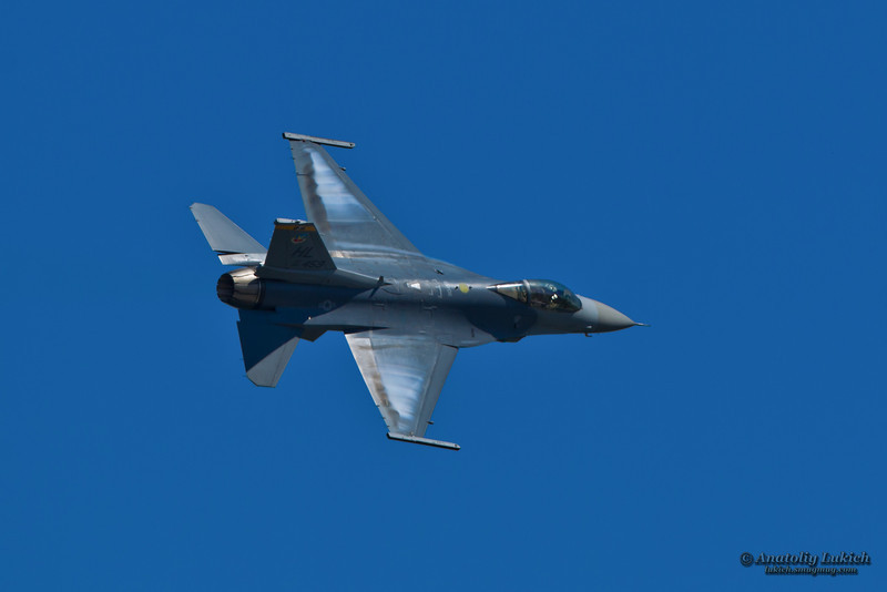 TRI-CITIES, WA - JULY 29: USAF General Dynamics USAF F-16 Viper (AF 88-459) Demonstration Flight at the Lamb Weston Columbia Cup July 29, 2012 on the Columbia River in Tri-Cities, WA.