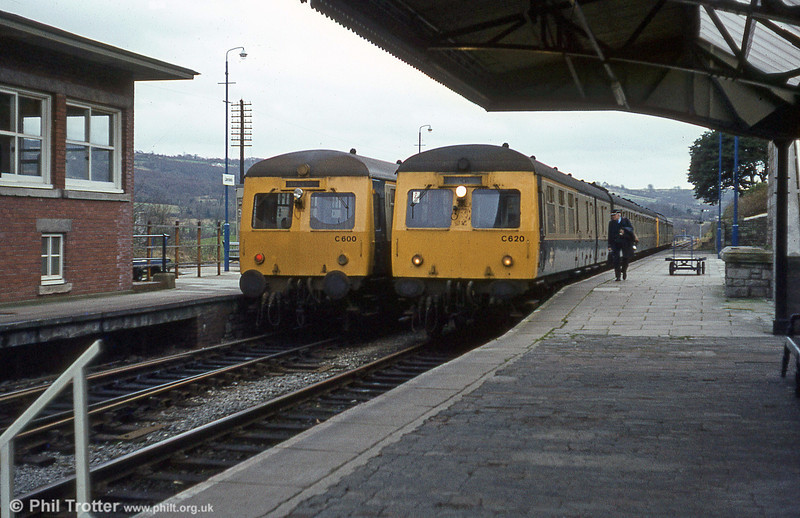 Swindon Cross-Country sets passing at Llandeilo on 2nd January 1981.