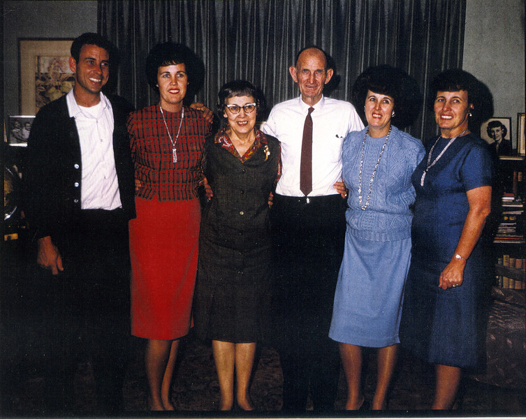 (LtoR) Jack Wardell, Barbara Wardell Ferrin, Madge Wardell, Albert Wardell, Betty Wardell Downer, and Lois Wardell Saunders