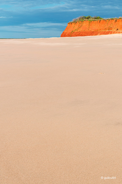 BM430169 typical red cliff found all along the north coast of Broome