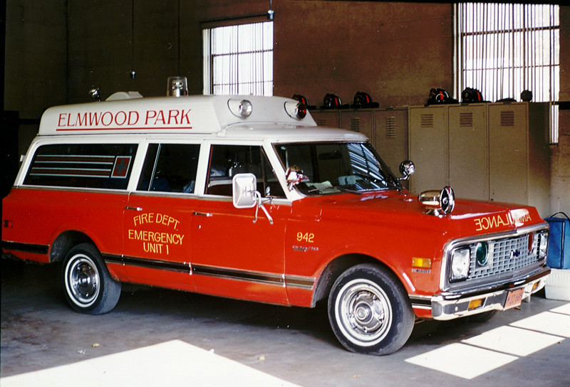 ELMWOOD PARK AMBULANCE 942   IHC TRAVELALL