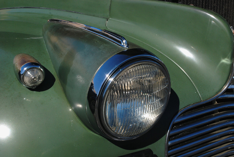 Chevrolet 1940 Special Deluxe ft rt headlight