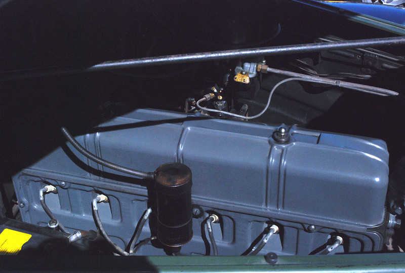 Chevrolet 1940 Special Deluxe engine ft rt