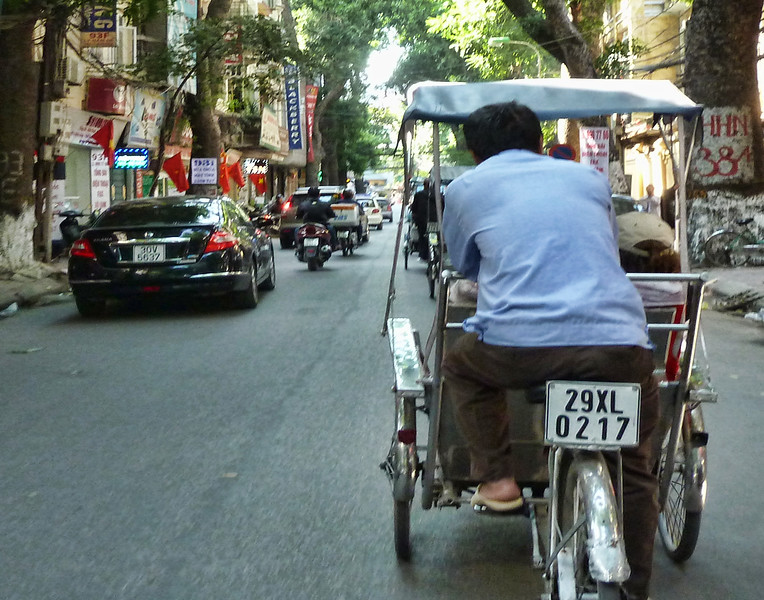sharing the street, vietnam