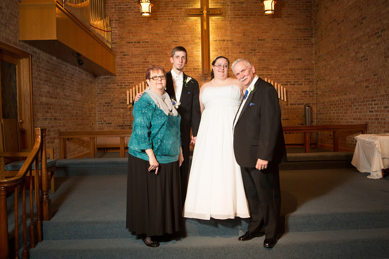Wedding ceremony Redeemer Lutheran Church  at in Rockford, IL . Wedding photographer – Ryan Davis Photography – Rockford, Illinois.
