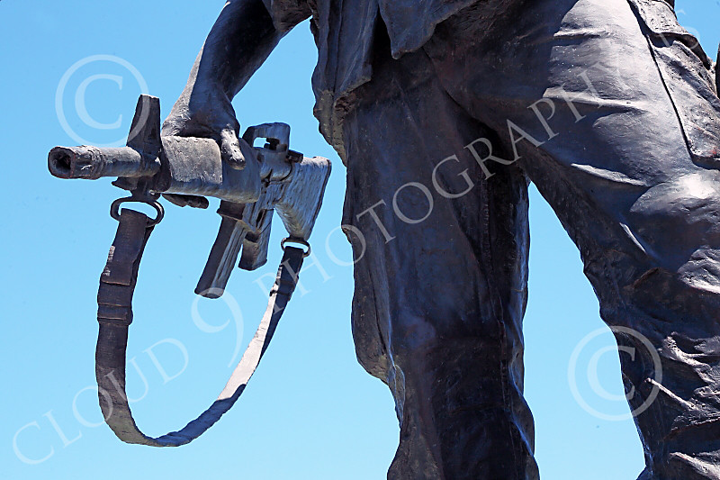 STY-VIETNWM 00040 Politicians trust American citizens with guns when they want Americans to kill for them--in a Vietnam War Memorial statue picture by Peter J Mancus