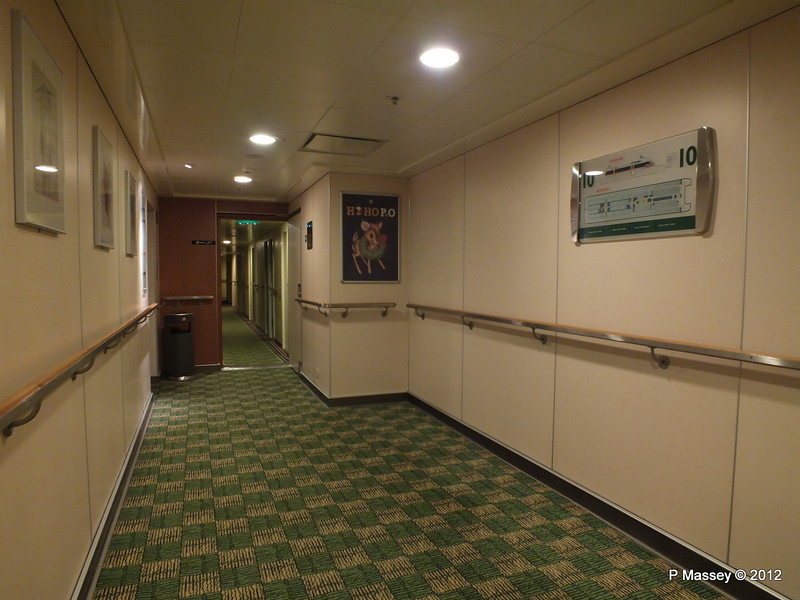 Green Deck 10 Hallway PRIDE OF ROTTERDAM 16-11-2012 23-41-32