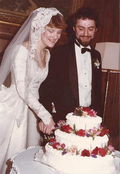 Dianne and Larry Cutting the Cake, Cambridge, MA, 12/16/84, Wedding