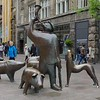 This sculptor does a great job; got the dog howling, that's for sure!