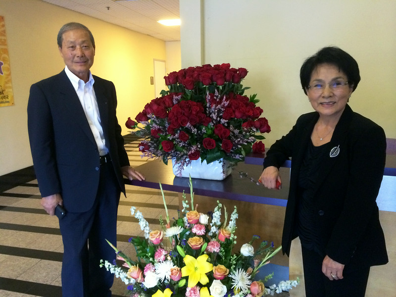 109 roses, Sue's favorite flower, representing her birthday, October 9th.<br /> With Chairman Kwon and Mimi.