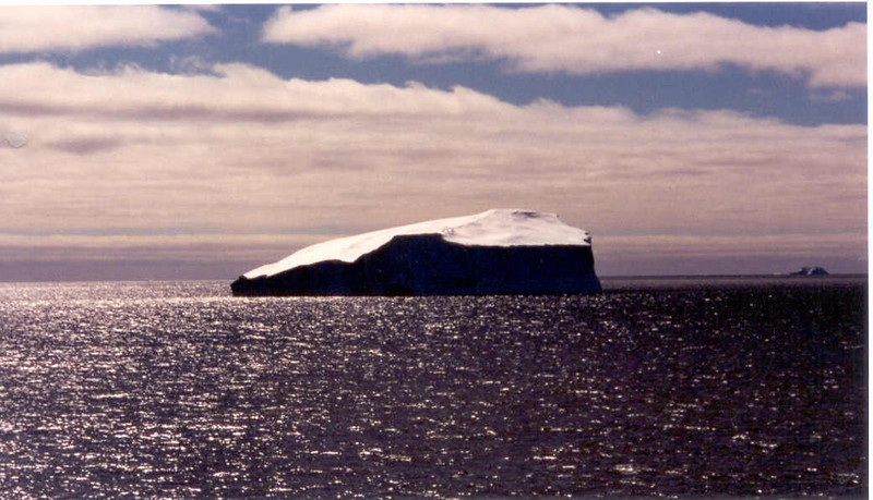 iceberg floating 6 horizon
