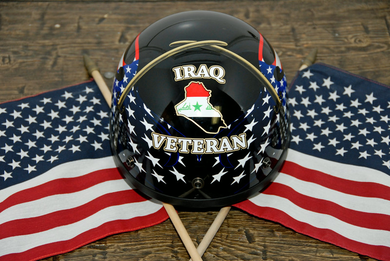 _DSC0508_Sean_IraqVeteran_Flags_Helmet_Close