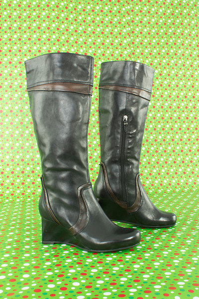 "Earthies ""Newcastle"" Boot in Black with Brown Accents"