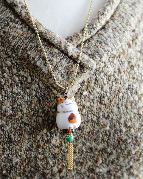 happy smiling kitty cat necklace fall jewelry kawaii japanese maneki neko renee hong jewelryfineanddandy