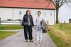 Nataša in Manca na sprehodu med odmorom intenzivnih vaj