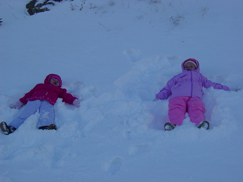 As life goes on . . . so does circumstance.  The Barnes family moved to Ft Collins CO.  Yes, to JJ's home town . . . Ashlyn & McKenna were already stoked by the change in their environment . . . sand angels in the AZ just don't look as nice as snow angels in the CO ! ! !