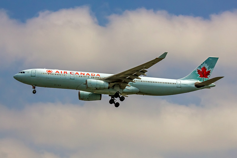 Air Canada, C-GHKW, Airbus A330-343, msn 408, Photo by John A Miller, LAX, Image WW006LAJM