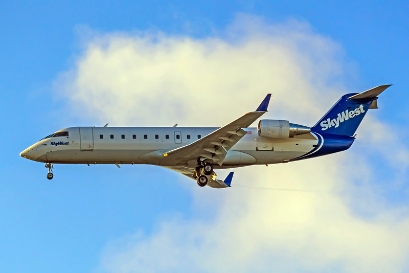 SkyWest Airlines, N465SW, CRJ-200ER, msn 7845, Photo by John A Miller, LAX, Image YY015LAJM