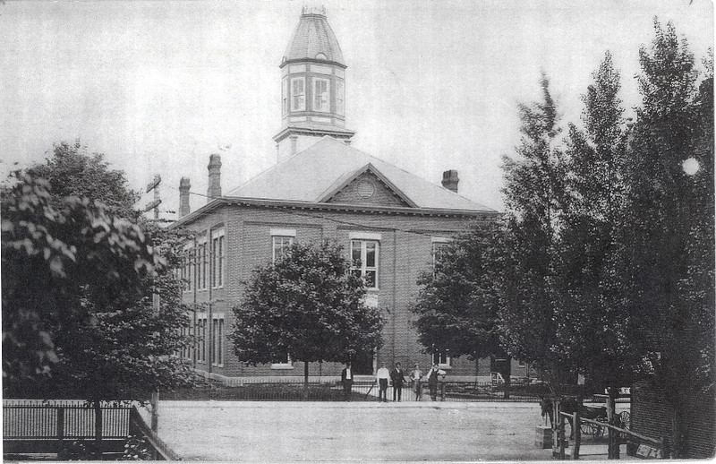 County Courthouse in Marble Hill