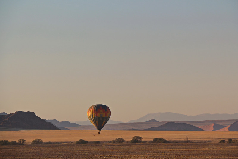 Sossusvlei - Morning Dune Drive - Hot Air Ballloons at Dawn 8