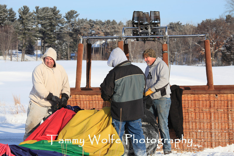Hudson Hot Air Affair 2013, Packing up the balloon after the ride