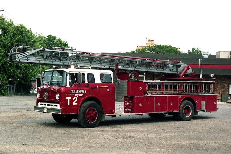 PETERSBURG  TRUCK 2  1975 FORD C8000- SEAGRAVE  250-200-100'  X-SPRINGFIELD FD