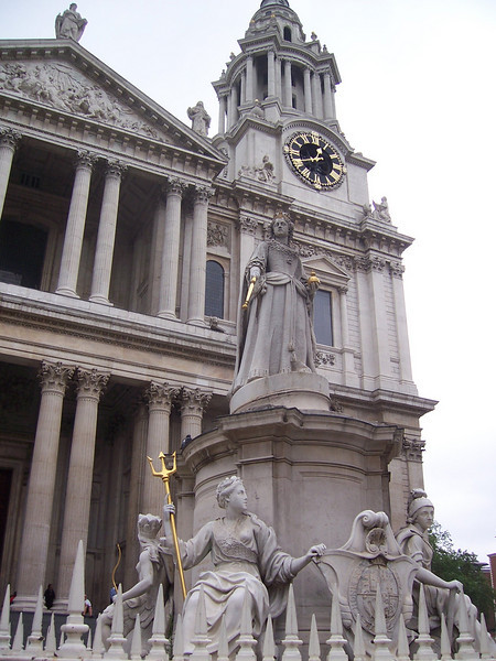 Statue outside St Paul's Cathedral (as you might have guessed I have no idea who she is)