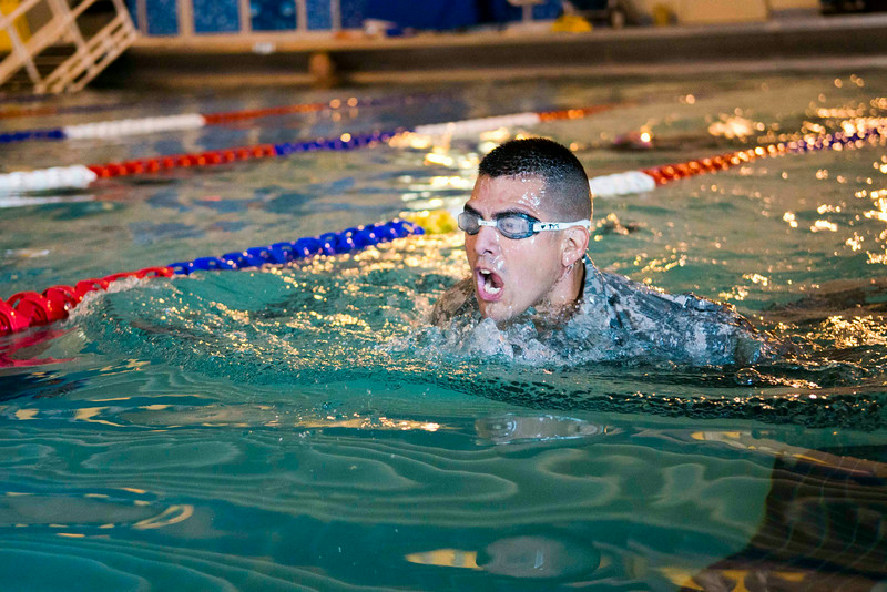1SG John Castillo, a soldier from the United states Army Public Health Command, qualifying at the swim test to gain the German Armed Forces Badge.