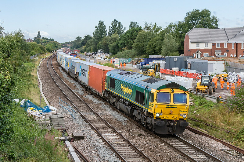 22nd Aug 14:  66569 charges through a very messy Wootton Bassett with 4L32 from Bristol Freight Liner Terminal to Felixtowe.  I do not expect to go back to this spot untill all the building works are completed.  Then of course the wires will be put up and that will be that.  Hey Ho!