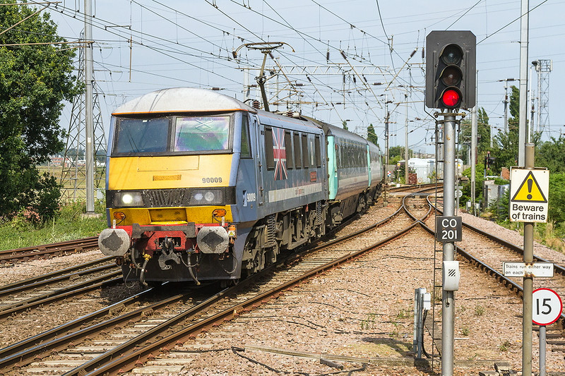 16th Jul 14:  Withg a bridge strike causin ga 28 minute late arival 90009 enters Manningtree with the 14.30 from Norwich to Liverpool Street