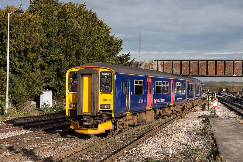 21st Jan 2015:  Performing move 5F97 from the station to the DMU holding sidings at Westbury is 150216