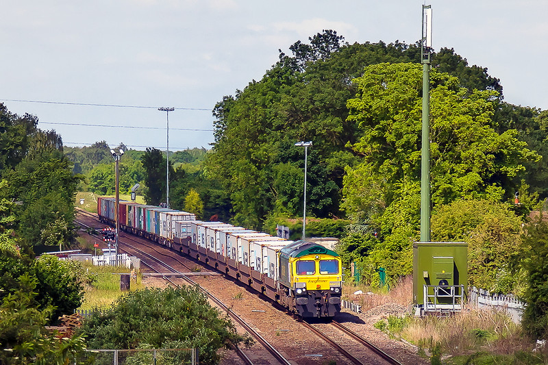 18th Jun 2015:  The first shot of the day and a definite 'must do' was the Power Haul liveried 66414 working 4L31  from Bristol FLT to Felixstowe through Steventon.  This is my get out of the poo shot as the loco is about to dive into a very deep shadow which had suddenly appeared at just the wrong moment.