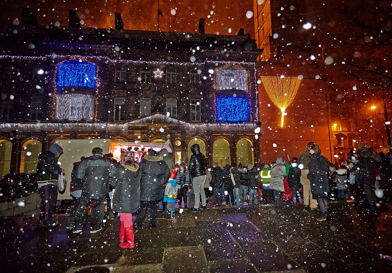 Snowing at Greenock Town Square - 5 December 2013