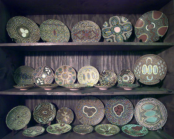 These are artistic plates made by Aboriginal women. The plates are not used for meals but to tell stories by the designs on them. Matula photo.