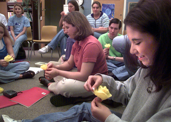 Date:   4/14/98---Patty Moran, a junior at Spring Hill High School make yellow roses with other choir members Tuesday morning as they prepare for their  trip to New York. kevin green