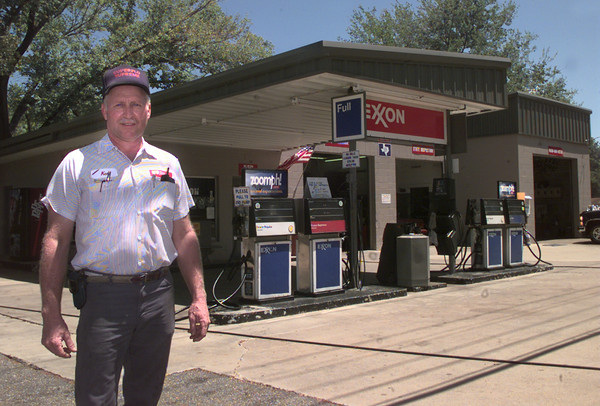 8/13/99---Kenneth Jones stands out in front of his full-service gas station on Pine Tree Rd. in LGV. Kevin green