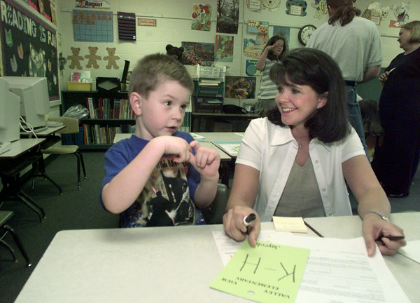 8/10/99---Jaycob Simmons gets to know his new kindergarten teacher, Sheri Hawthorne, at an open house Tuesday at Valley View Elementary School. The event allowed parents and children to acquaint themselves with the school and teachers. School begins today. bahram mark sobhani